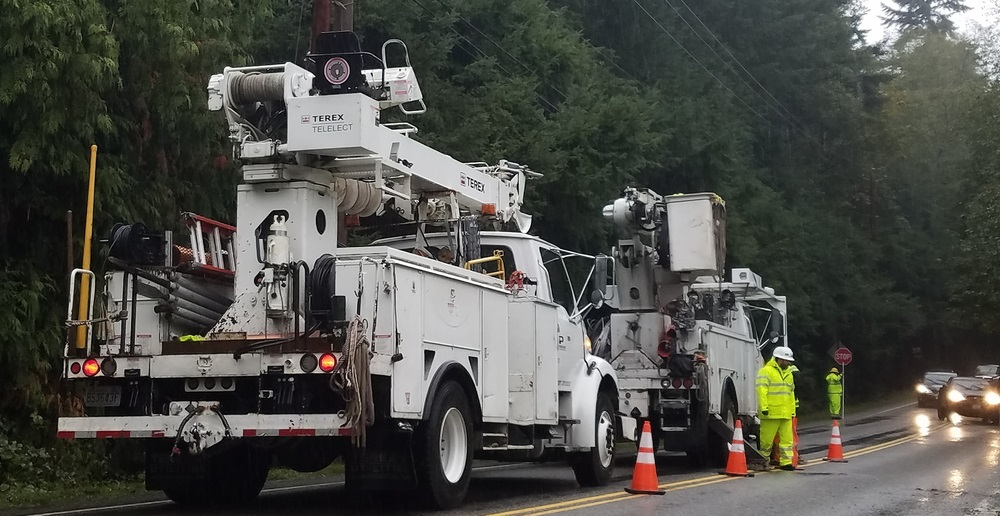 PSE crews respond to an outage